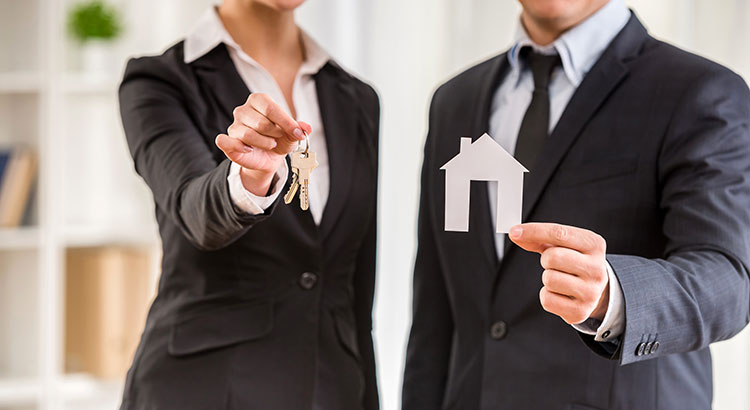 5 Reasons to Hire a Real Estate Professional When Buying & Selling! | MyKCM